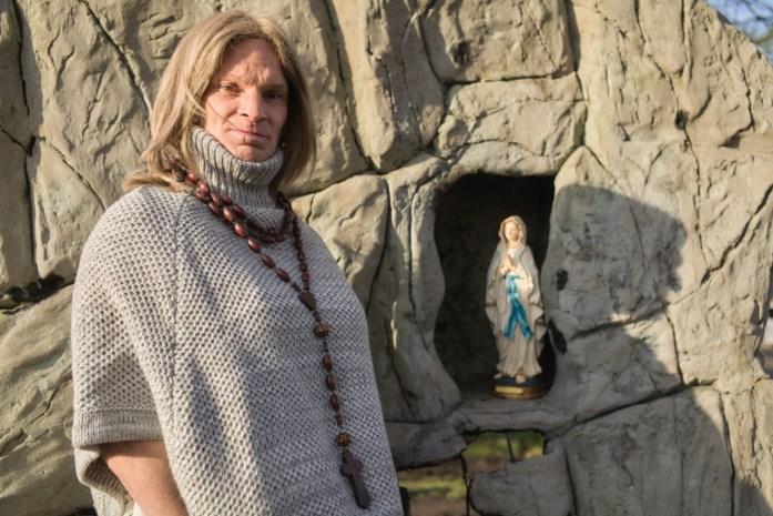 """Transvrouw (46) mag niet in klooster: """"Toch beschouw ik me als zuster Eefje"""""""