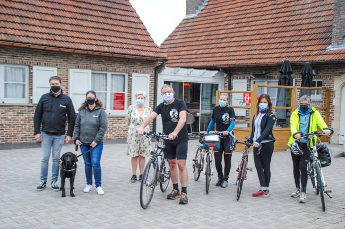 """Peter (38) fietst duizend kilometer door Vlaanderen om EDS in beeld te brengen: """"Zelfs veel artsen kennen de ziekte niet"""""""