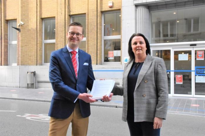 """Vlaams Belang dient 89 bezwaarschriften tegen vergunning """"megamoskee"""" in: """"Nog veel meer per mail en per post"""""""