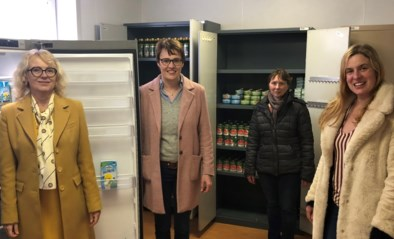 Rotary schenkt koelkast en diepvries aan voedselbedeling