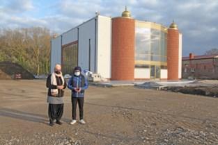 """Nieuw gebedshuis voor sikhs is nu al bezienswaardigheid: """"Gouden koepels laten overkomen uit India""""<BR />"""