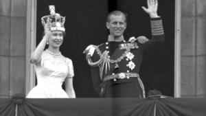IN BEELD. Prins Philip, altijd aan de zijde (en in de schaduw) van koningin Elizabeth