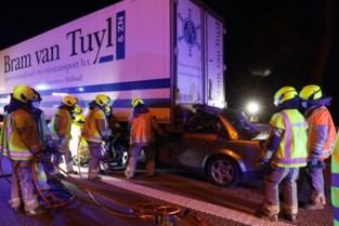 Bestuurder en jonge passagier omgekomen bij zware crash tegen vrachtwagen op E17 in Temse