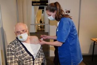 """Bijna 8.000 Gentenaars in één week gevaccineerd: """"68- tot 72-jarigen krijgen uitnodiging"""""""