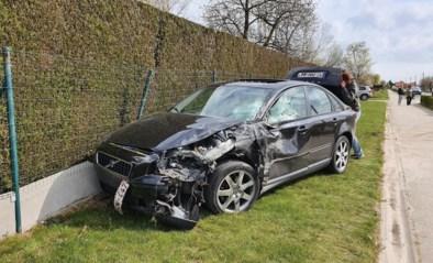 Bestuurder (20) gewond na botsing met tractor en aalkar