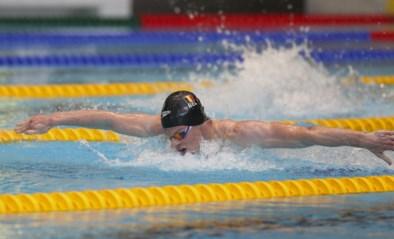 Louis Croenen wint de 200 meter vlinderslag op Qualification Meet in Eindhoven