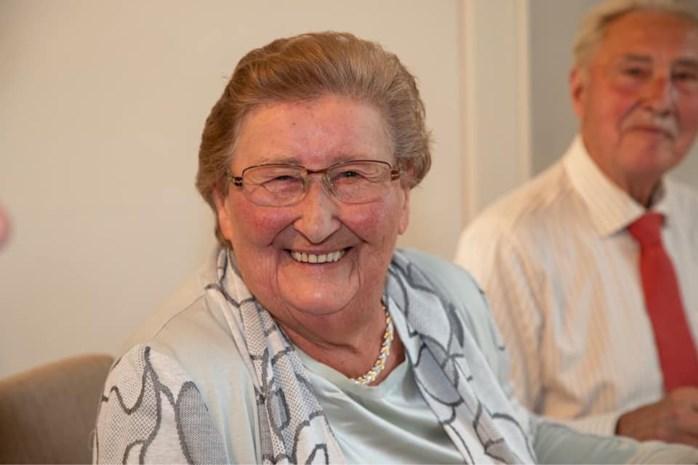 Familie verliest drie appartementen in uitslaande brand in Opwijk: grootmoeder sterft van emotie