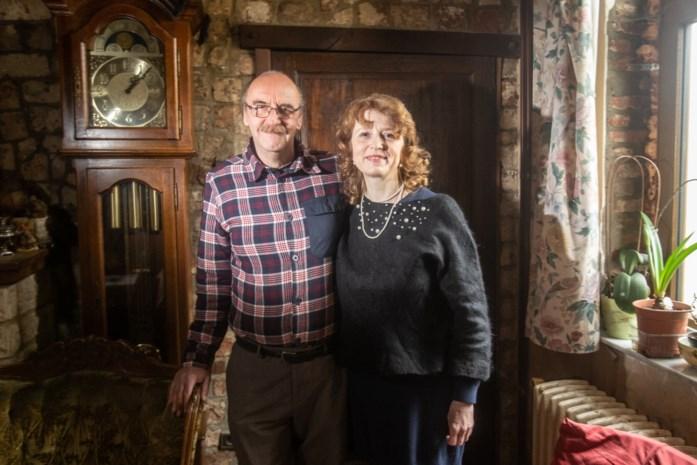 """Russische bruid Sasja (54) vond de liefde in Limburg en schreef een boek om haar hart te luchten: """"Wij worden bekeken als haaien"""""""