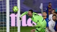 Lionel Messi scoort bijna olympisch doelpunt in Clasico: Thibaut Courtois ontsnapt maar net!