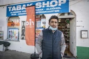 """Dankzij listig trucje slaagt Sharif (41) erin om overvallers op de vlucht te jagen: """"Voor het eerst in zeven maanden stond niet mijn vrouw, maar ik in de winkel. Gelukkig maar"""""""