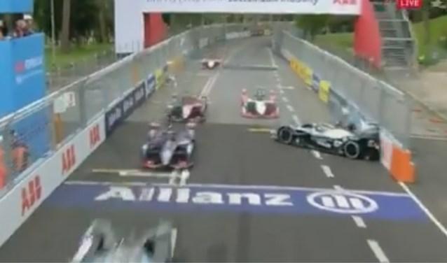 Spectaculaire crash stuit opmars van Stoffel Vandoorne in Formule E