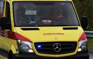 Mama en twee kinderen lichtgewond bij ongeval aan rotonde