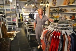 """Nancy (56) verlaat na 28 jaar haar kledingwinkel voor een nieuw avontuur in Wallonië: """"Alsof er zware last van schouders is gevallen"""""""