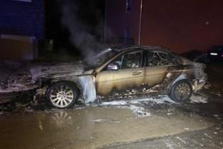 Zonhovenaar ziet rook aan auto bij inrijden parkeergarage en raakt net op tijd buiten