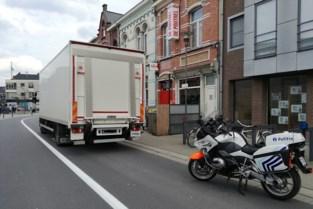 Politie laat vrachtwagens in centrum Willebroek rechtsomkeer maken