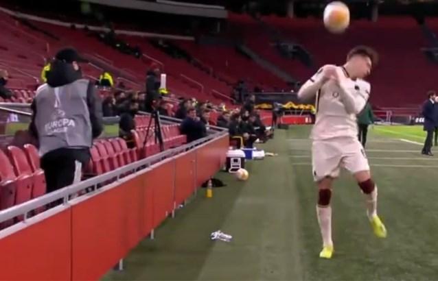"""Ballenjongen van Ajax had het even helemaal gehad met dat Italiaans tijdrekken: """"Ik begrijp hem wel"""""""
