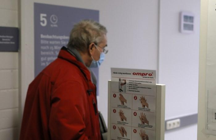 Net over de Belgische grens krijgen eerste gevaccineerden hun vrijheid terug: shoppen en terrasjes met vaccinbewijs