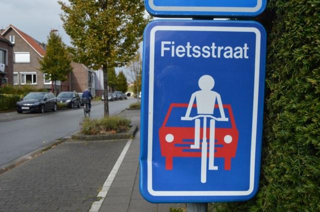 Merelbeke tekent vandaag twee nieuwe fietsstraten in: verboden om fietsers in te halen