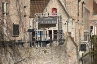 """Zaakvoerder Philip plaatst reuzegrote aftelklok pal in beschermd stadsgezicht: """"Ook onze biercultuur is werelderfgoed"""""""