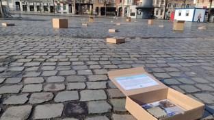 Leuvense vzw plaatst zestig kartonnen dozen op Ladeuzeplein voor Dag van het Straatkind