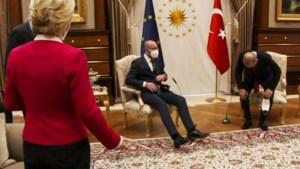 """Ursula von der Leyen ontmoet Charles Michel voor het eerst sinds 'Sofagate' en waarschuwt: """"Niet voor herhaling vatbaar"""""""