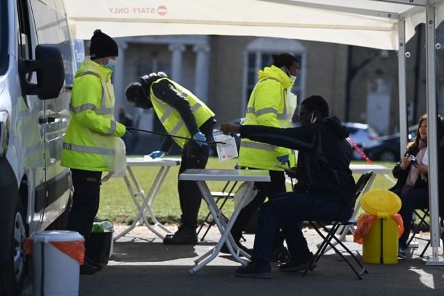 """""""Grootste testoperatie tot nu toe"""": inwoners van hele Londense wijken moeten zich laten testen uit vrees voor Zuid-Afrikaanse variant"""