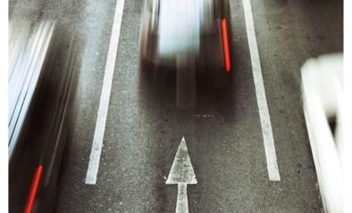 Maand rijverbod voor vrouw die met Porsche 142 per uur over Rijksweg reed