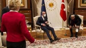 Kamp Charles Michel vreest machtsgreep Ursula von der Leyen na sofagate