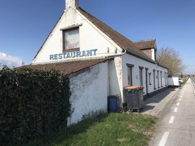 """Jongeman krijgt psychose, fietst 70 kilometer naar De Panne en breekt binnen in restaurant: """"Niet moeilijk om hem te klissen, hij schreef zijn eigen naam op een eetbord"""""""