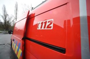 Brandweer vindt zwaargewonde bewoner in brandende woning