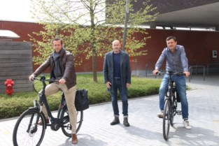 Gemeente Putte neemt twee elektrische fietsen in gebruik