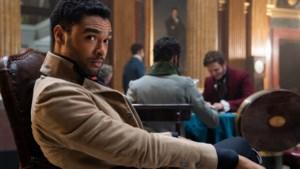 Regé-Jean Page past voor tweede seizoen van 'Bridgerton' maar geruchtenmolen over zijn toekomst draait al op volle toeren