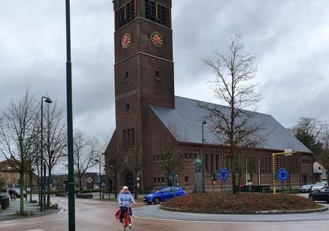 Drie kerkdieven breken op marktdag offerblok van parochiekerk open