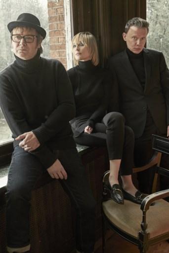 """Hooverphonic gooit plaat met ex-zangeres Luka Cruysberghs weg en werkt in sneltempo nieuw album af met Geike Arnaert: """"We zijn weer vanaf nul begonnen"""""""
