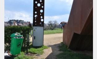 """Beroemde Vlooybergtoren is magneet voor toeristen, maar dat heeft ook een keerzijde: """"De buurt verandert regelmatig in een stortplaats"""""""