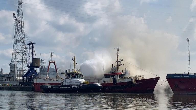 Vissersschip brandt uit in Gentse haven: brandweer waarschuwt voor rookhinder