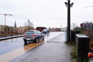 """""""Sluit Gentbruggebrug af voor auto's"""": milieubeweging roept stadsbestuur op om knoop door te hakken"""