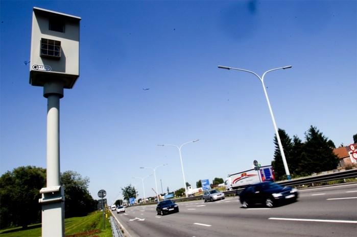 Bestuurder aan verbluffende snelheid van 162 kilometer per uur geflitst in een zone 70