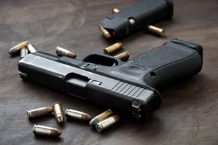 Pistool in kous en dolk rond nek: stiefzoon motorbendeleider krijgt 85 uur werkstraf voor verboden wapens
