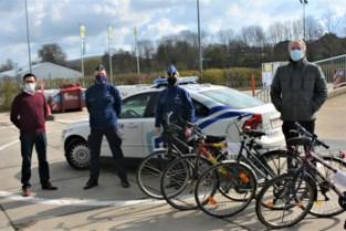 """Sociaal fietsatelier slaat twee vliegen in één klap: """"Jongeren leren fietsen herstellen, kansarmen krijgen ze gratis ter beschikking"""""""