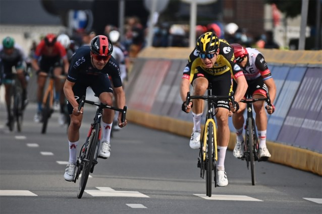 VIDEO. De beresterke sprint van Tom Pidcock tegen Wout van Aert, die zich meteen een grote verliezer toonde na de Brabantse Pijl
