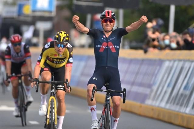 Wat een stunt: Tom Pidcock remonteert Wout van Aert en wint de Brabantse Pijl