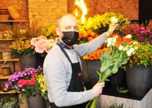 Heel wat secretaressen krijgen door corona bloemetje aan huis geleverd door florist Bart
