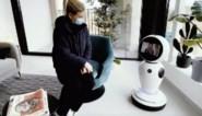 Robot Freddy leidt potentiële kopers rond in nieuwe woningen in Gentbrugge