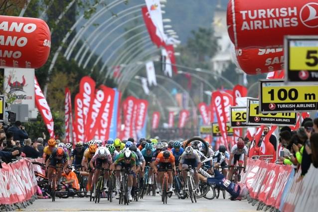 """Alexander Krieger (Alpecin-Fenix), net hersteld van blessure, maakt zware smak in Ronde van Turkije: """"Hij bleef bij bewustzijn"""""""
