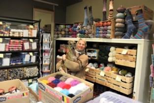 """Brei- en haakwinkel 'Een Wrongske Sette' verhuist naar Molenstraat: """"Sommige klanten werden vrienden"""""""
