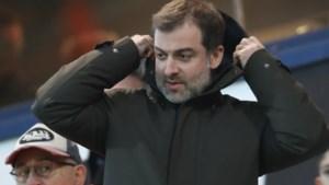"""Mogi Bayat """"neus aan neus"""" met clublegende nadat een van zijn spelers blundert in Frankrijk"""