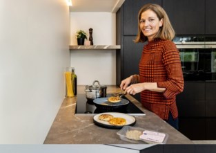 """Gwendolien (35) experimenteerde met vis in eerste lockdown, nu zijn haar gezonde burgers te koop in Okay-winkels: """"Fastfood met positieve eigenschappen"""""""
