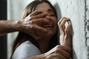 Verkrachting, slagen en vernieling: man (26) riskeert 18 maanden cel voor partnergeweld