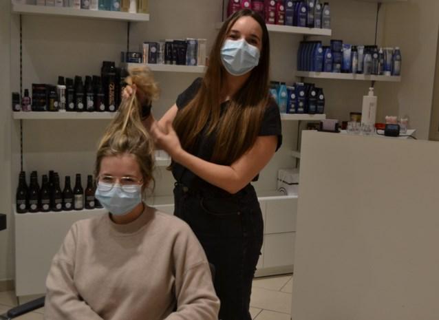 """Jonge ondernemende zussen Hannah (28) en Elise (25) klaar voor derde start: """"Veel klanten zijn met ons begaan. We kregen zelfs een cadeaubon van 200 euro"""""""